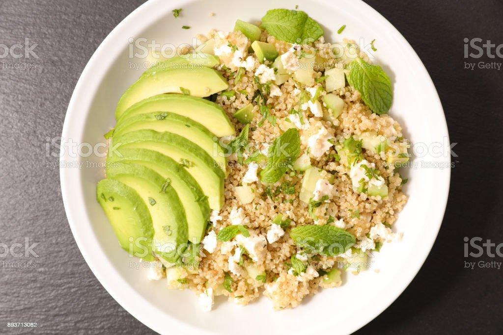 salade végétarienne avec du quinoa - Photo