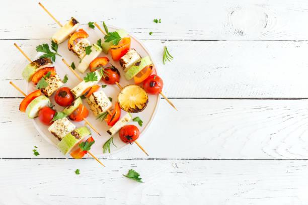 vegetarische spieße - kebab marinade stock-fotos und bilder