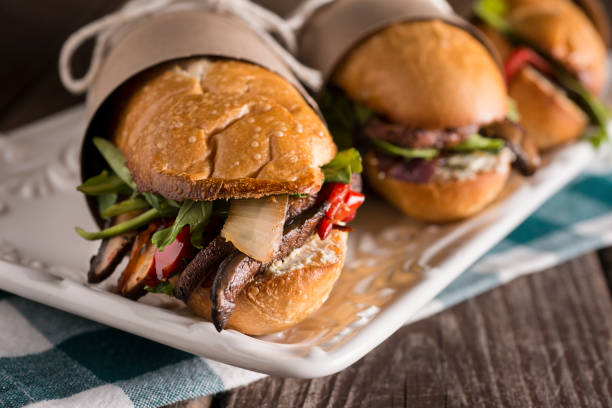 sub panino vegetariano - panino ripieno foto e immagini stock