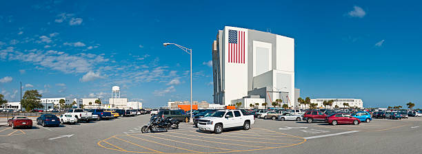 fahrzeug assembley gebäude cape canaveral - kennedy space center stock-fotos und bilder