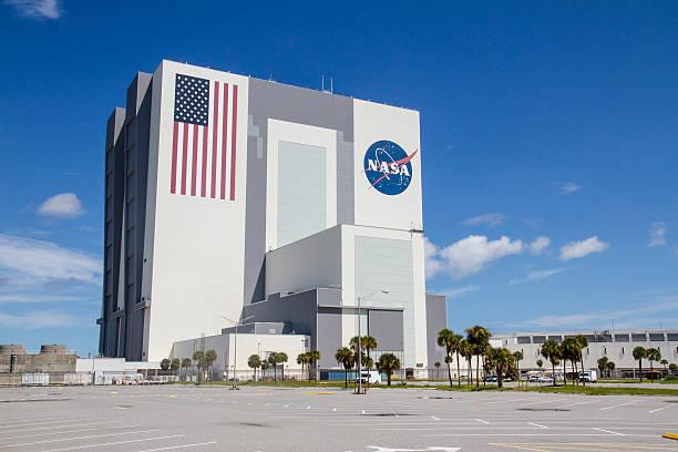 auto assembly building - kennedy space center stock-fotos und bilder