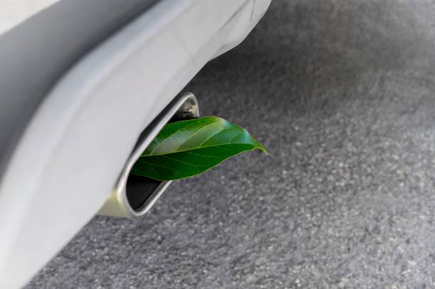 vehicle greenhouse gas emissions - auto a combustibile alternativo foto e immagini stock