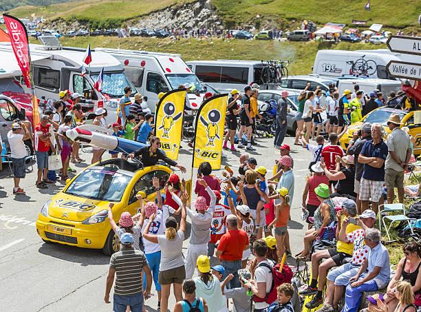 bic vehicle in alps - tour de france 2015 - bic kugelschreiber stock-fotos und bilder