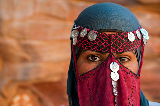Veiled Beduinen Frau in Jordanien – Foto
