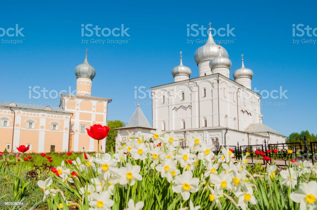 Veliky Novgorod, Russia. Transfiguration cathedral and Varlaam refectory church - Royalty-free Architectural Dome Stock Photo