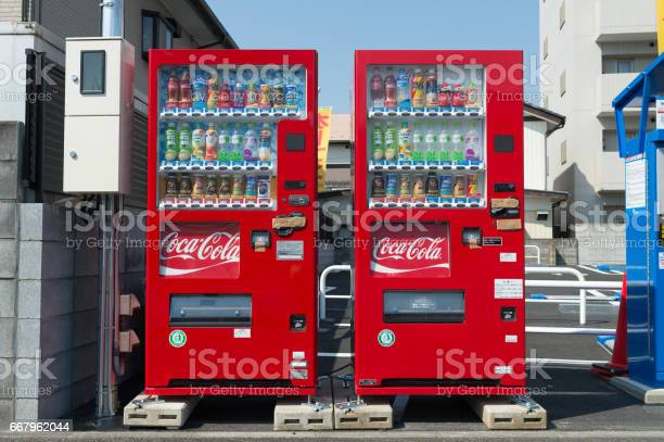 Vending machines of various company in tokyo picture id667962044?b=1&k=6&m=667962044&s=612x612&h=lmmxoimph8ihunqcmoqimvldpbcnsbepdswxml7rhsw=