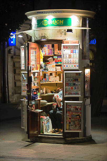 Vendor at nighttime Vendor at nighttime news stand stock pictures, royalty-free photos & images