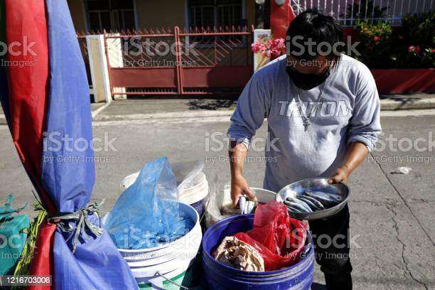 Vendor sell fish to communities during the lockdown due to covid 19 picture id1216703006?b=1&k=6&m=1216703006&s=612x612&h=piv piaiafb8pesgcigjjvq0edadb5ryur pm5hdbra=