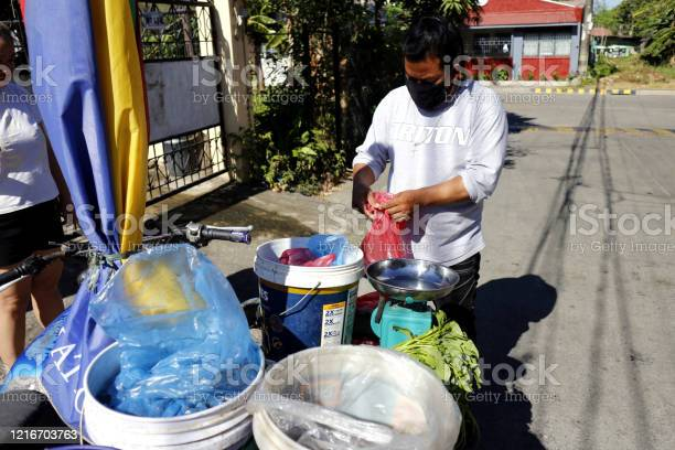 Vendor sell fish to communities during the lockdown due to covid 19 picture id1216703763?b=1&k=6&m=1216703763&s=612x612&h=34 g48lqtmgxyu6wejfgjx4q3lkmk2bkuncue3ppnt4=