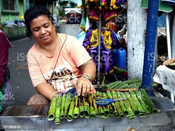 Vendor sells tupig a local delicacy made from glutenous rice picture id1077860516?b=1&k=6&m=1077860516&s=612x612&h=egp1i6pjvrjmzu2hj8buv 5uqrpzavivytvjk4ge qa=