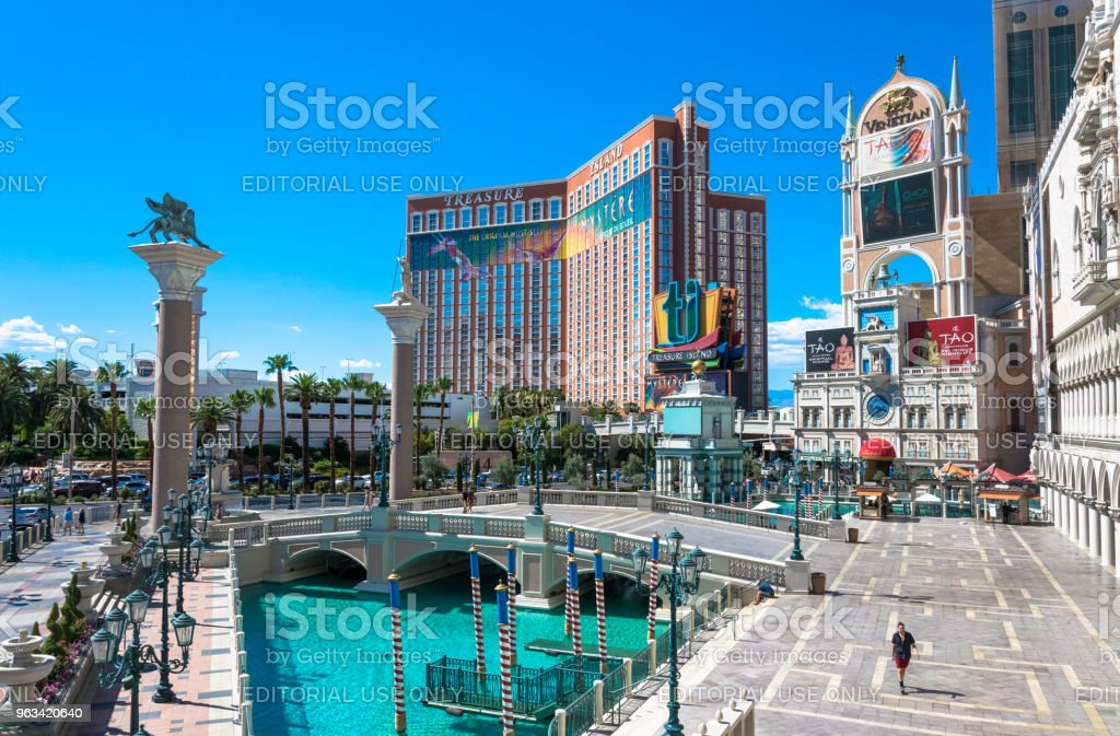 Venetian and Treasure Island, Luxurious casino and hotel - Zbiór zdjęć royalty-free (Architektura)