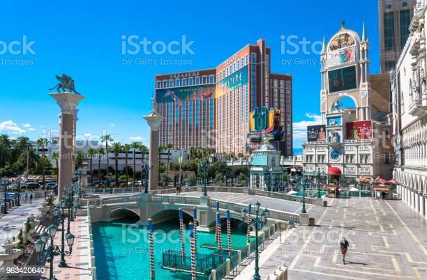 Wenecka I Treasure Island Luksusowe Kasyno I Hotel - zdjęcia stockowe i więcej obrazów Las Vegas