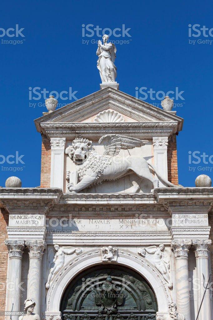 Arsenal de Veneza, complexo dos antigos estaleiros e arsenais, leão de pedra, Veneza, Itália - foto de acervo