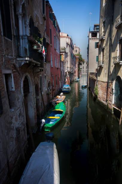 Venezianischen Kanälen im Sommer in Venedig, Italien – Foto