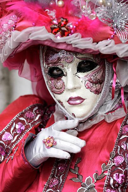 venezianischen karneval maske - rosa camo party stock-fotos und bilder