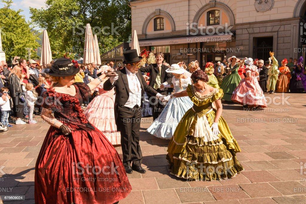 Masques de Venise exposés avec danses à Lugano Suisse photo libre de droits