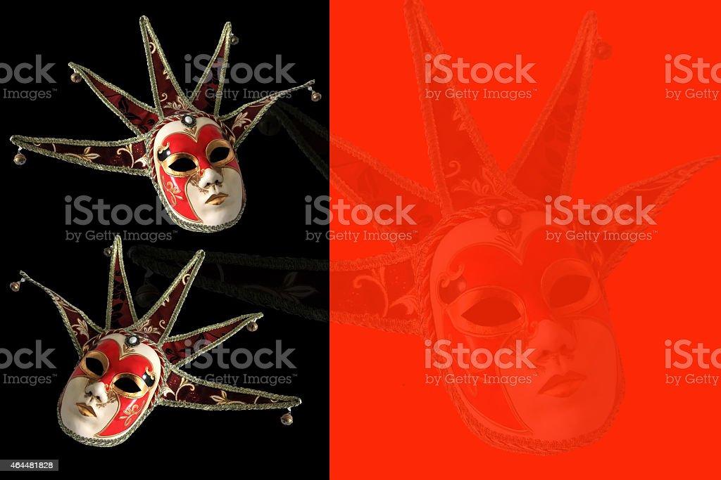 Masques de Venise noir et rouge sur un fond. - Photo