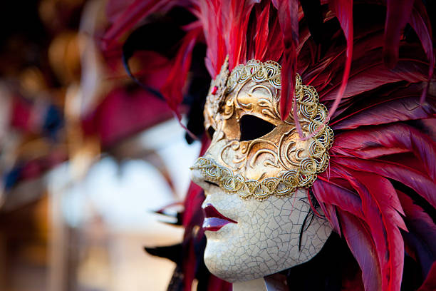 ベネチアンレッドのカーニバルマスク、イタリアベニス - 謝肉祭 ストックフォトと画像