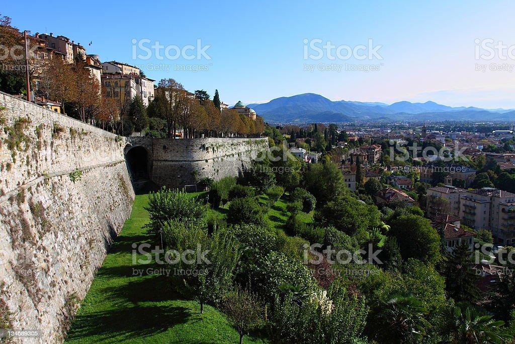 Veneciano en la parte superior de la pared de Bergamo, Italia - foto de stock