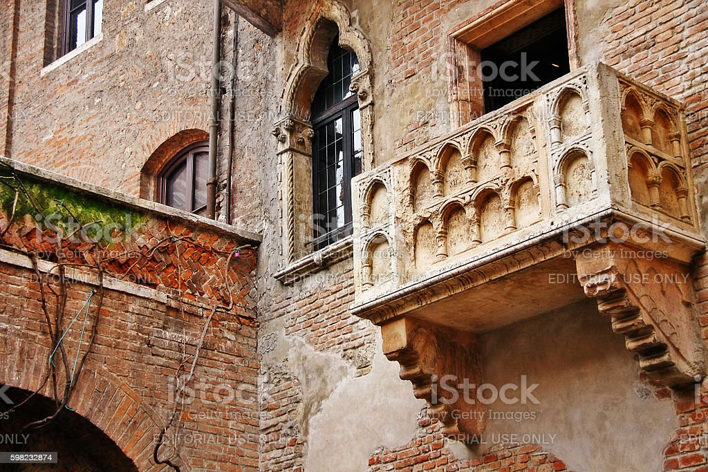 Veneto region, Verona, Italy - March 20, 2010 - Juliet balcony foto royalty-free