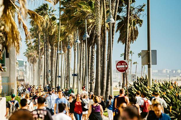 los angeles venedig strand broadwalk - venice beach in kalifornien stock-fotos und bilder