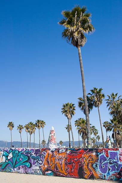 venice beach-graffiti - venice beach in kalifornien stock-fotos und bilder
