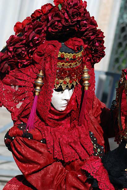 karneval von venedig - rosa camo party stock-fotos und bilder