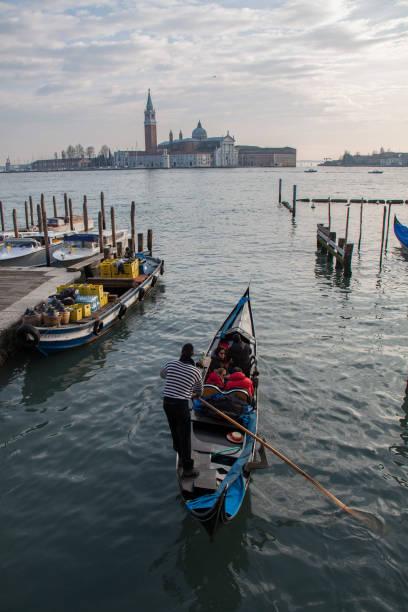 venice, city of canals and bridges. - batalina italy стоковые фото и изображения