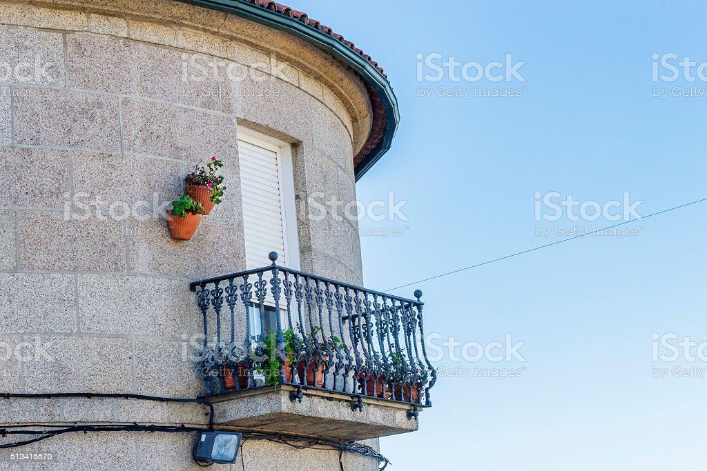 Ventana con balcón - foto de stock