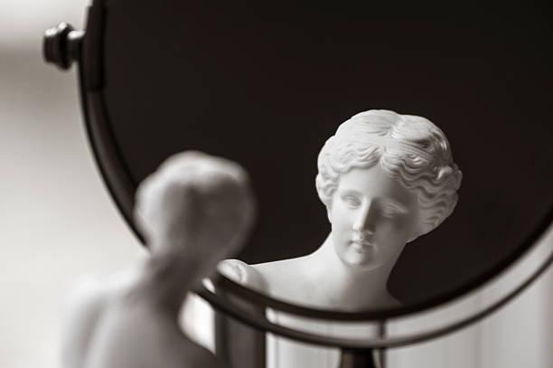 wenusjański de milo i lusterko do makijażu - venus zdjęcia i obrazy z banku zdjęć