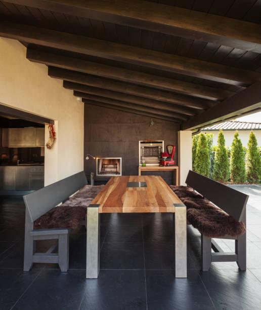 veranda with table and benches in exterior - outdoor esszimmer stock-fotos und bilder