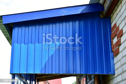 Verandah construction with blue profiled flooring and polycarbonate fabric
