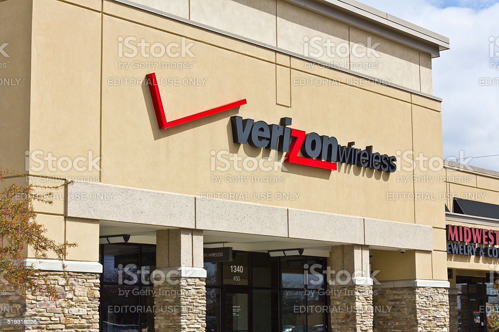 Indianapolis - April 2016: Verizon Wireless Retail Location II stock photo