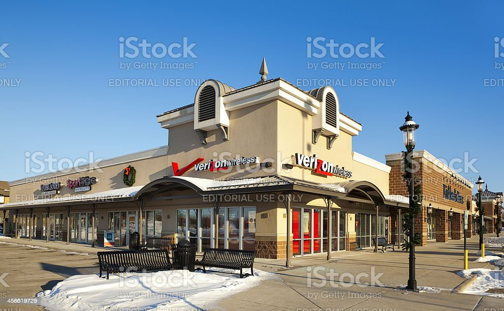 Verizon Wireless Store In Modern Strip Mall Stock Photo