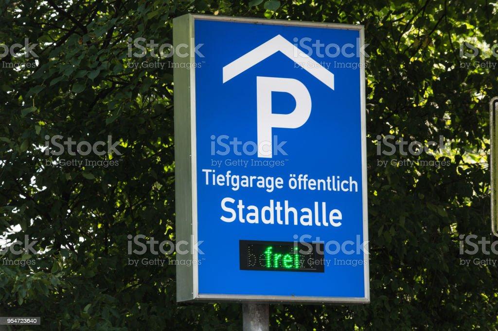 Verkehrschild, informações, Hinweischild mit Aufschrift Road sign assinar com inscrição - foto de acervo