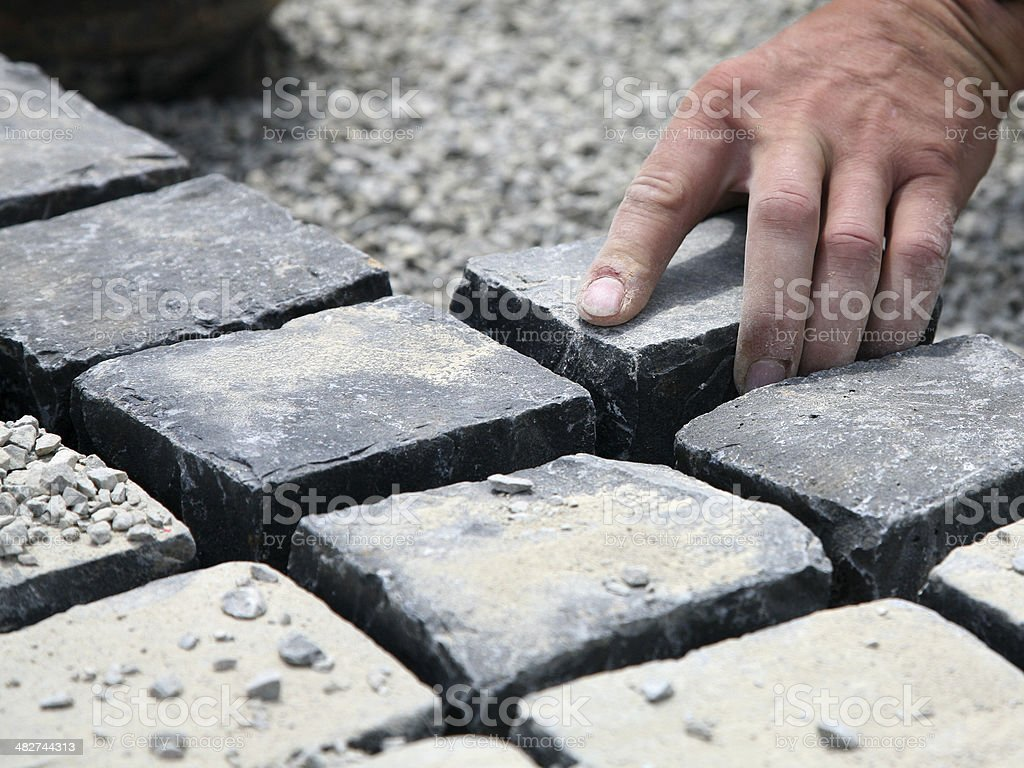 Verlegen von Pflaster Steinen stock photo