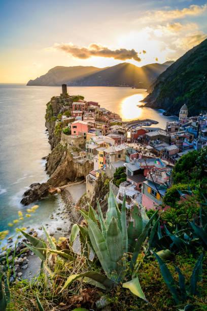Vernazza - Dorf cinque Terre Nationalpark an der Küste von Italien. Schöne Farben bei Sonnenuntergang. Provinz La Spezia, Ligurien, im Norden Italiens - Reiseziel und Attraktion in Europa. – Foto