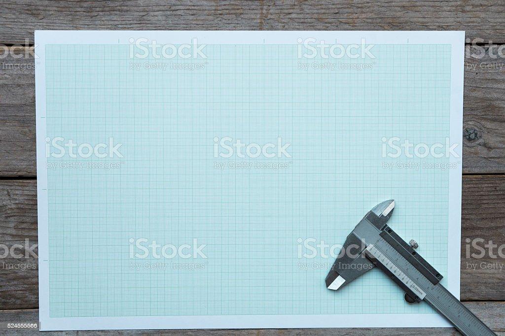 Vernier-Suwmiarka na wykresie papierowym tle – zdjęcie