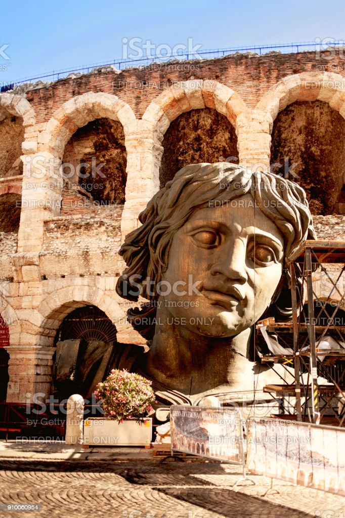 Verona Arena (Arena di Verona), a Roman amphitheatre with opera decoration  in Piazza Bra in Verona, Veneto region of Italy - foto stock