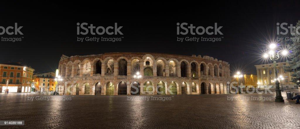 Arena von Verona in der Nacht - römisches Theater – Foto
