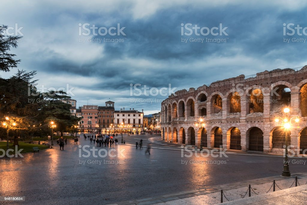 Verona city by night in the rain - foto stock
