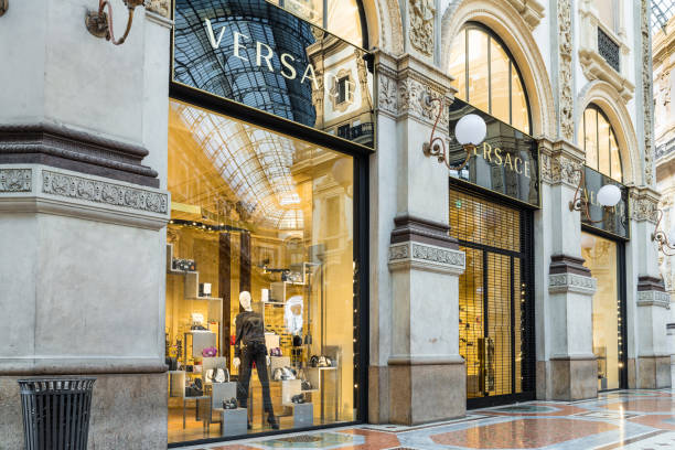 versace shop at the gallery vittorio emanuele ii (piazza duomo) in milan center, italy - alta moda italy foto e immagini stock