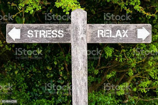 Stress Versus Relax Richtzeichen Stockfoto und mehr Bilder von Stress