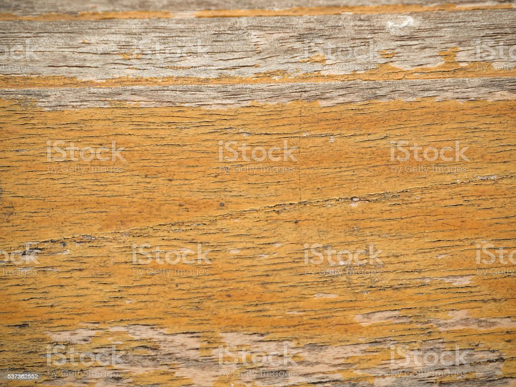 Imagem horizontal, vertical do velho com tinta, amarelo brilhante - foto de acervo
