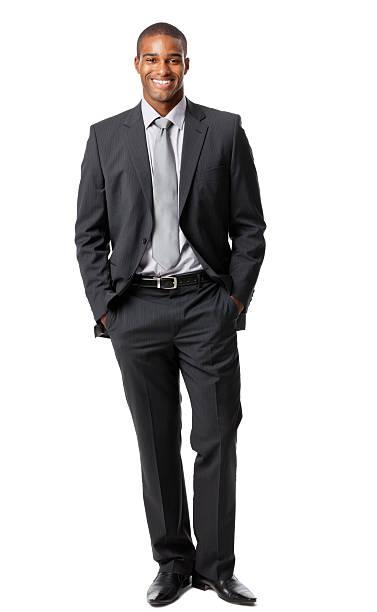 Vertikale Aufnahme eines Mannes mit einem weißen Hintergrund. – Foto