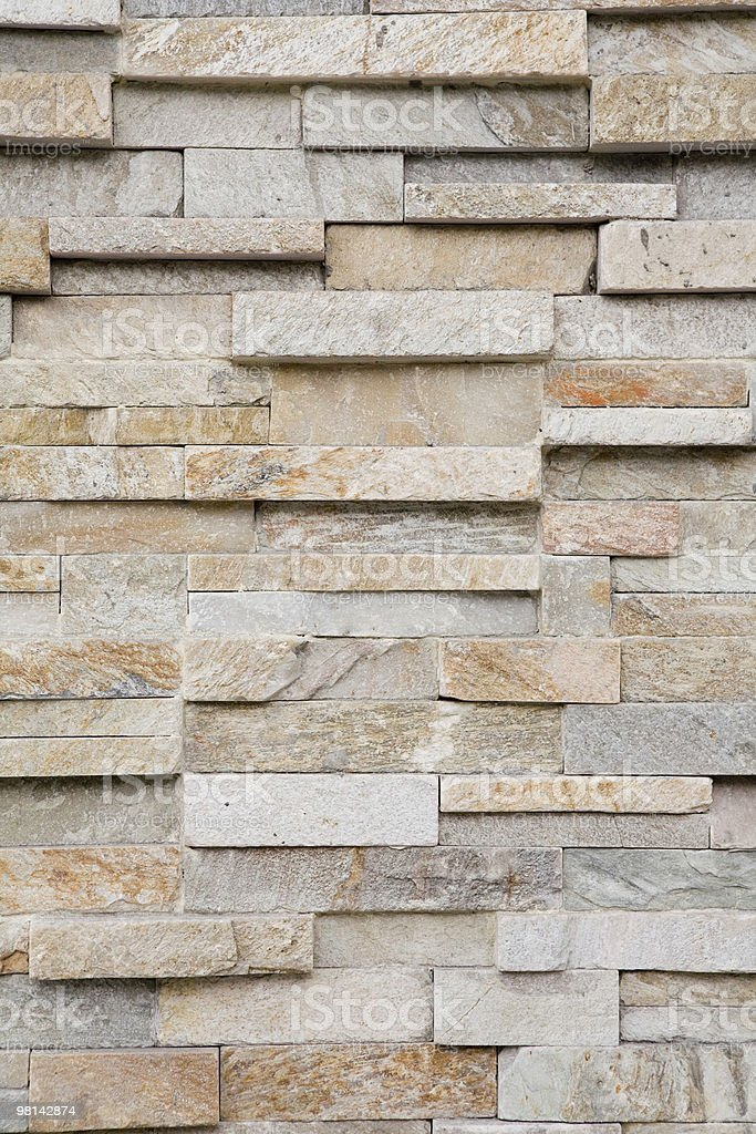 Muro di mattoni di pietra impilata verticale foto stock royalty-free