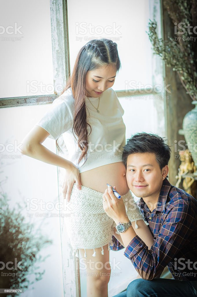 Very happy beautiful young man and woman Pregnant Belly. royaltyfri bildbanksbilder
