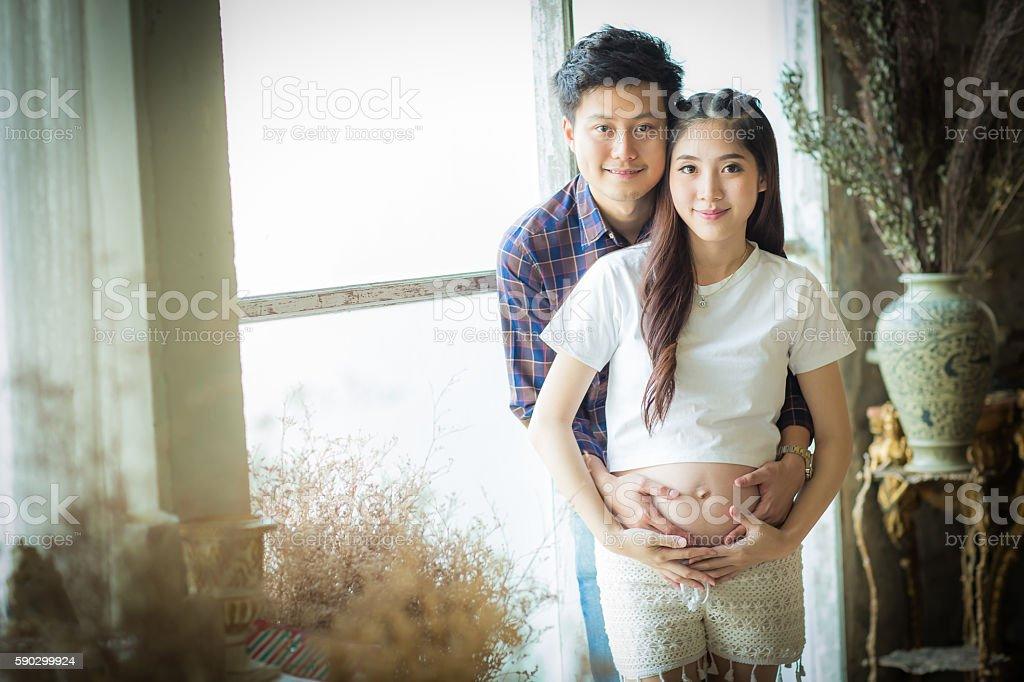 Very happy beautiful young man and woman Pregnant Belly. Стоковые фото Стоковая фотография