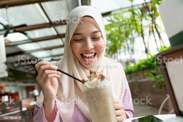 Very happy muslim woman eating an ice cream at a cafeteria picture id1007964572?b=1&k=6&m=1007964572&s=612x612&h=g8qpkqoz3yypnkhbawoo9uv3ga6jimzh2tpeovrigyq=