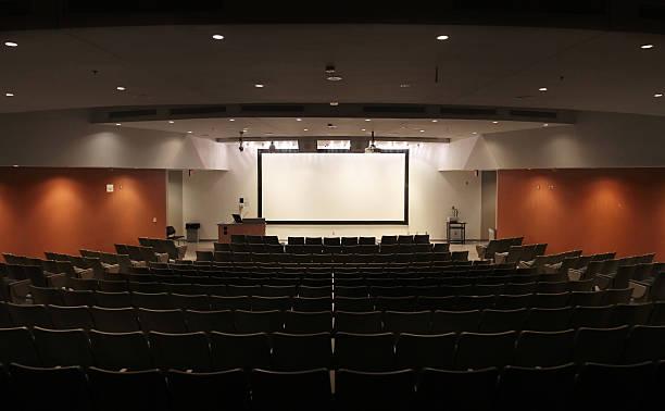 sehr große moderne university hörsaal - große leinwand stock-fotos und bilder